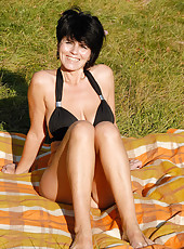 Brunette MILF Eve spreads her 46 year old pussy out in the park