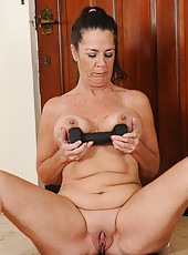 After a long workout 51 year old Tia stretches her mature pussy