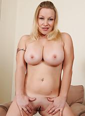 Busty blonde MILF Allyza Blue having fun spreading her mature box