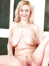 35 year old blonde housewife Brenday gets herself naked in here