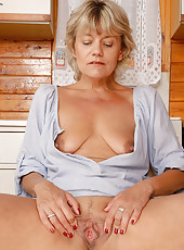 45 year old Sherry D spreads her mature and meaty pussy for the camera