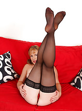 Fanged MILF Laura King from All Over 30 diddles her mature twat