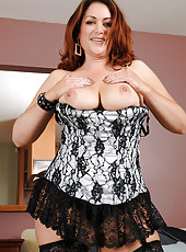 Busty Kitty S slips off her sexy lingerie to pose her hot mature body