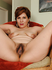 Elegant redheaded Veronica Devil spreads her moist hairy pussy wide