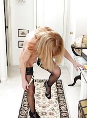 Skinny MILF Penelope slides off her elegant blue dress just for you