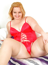 Plump Solsa waiting for Santa to spank her naught mature ass