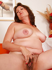 Warn yourself by Marishkas mature and furry festive pussy