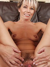 Thin and mature Darling from AllOver30 fingers her older pussy
