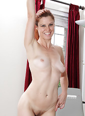 Redheaded MILF Jessica Adams from AllOver30 working out nude