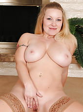 Busty and horny blonde MILF Allyza Blue lets her heavy nangers swing