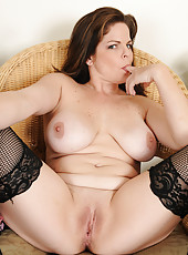 35 year old housewife Marie Michaels from AllOver30 looking great