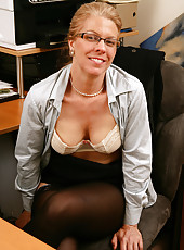 Horny mature office chick can\