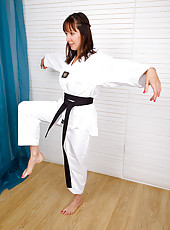 Puffy pussied Cindy Reed shows off her karate skills before spreading