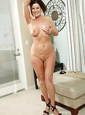 Elegant MILF Magdalene from AllOver30 doing some hot posing