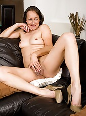 45 year old Carla from England shows off her hairy and mature pussy