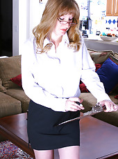 36 year old Veronica spreads her legs on her bosses desk