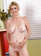 Sugar displays her sexy mature mellons in this gallery