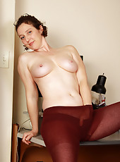 39 year old Artemesia stops working to give us a great strip show
