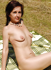 46 year old Jenny H takes a break from sunbathing to spread her legs