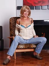 Blonde MILF Liz slips off her tight denim jeans and poses