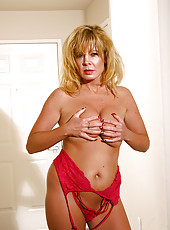 Arowyn unraps her lingerie to show us her sweet candy ass