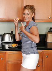 Amanda Jean from AllOver30 making a ripe orange look very good