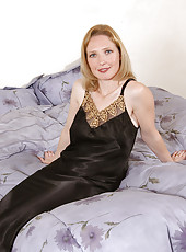 Hot soft Carrie stirips out of her clothes and plays on the bed