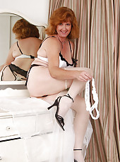 Mature BBW slips her panties to the side revealing pink