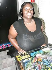 Massive boobs Simone Fox at the arcade