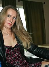 Sara James milf handjob with bog cock Billy at clubtug