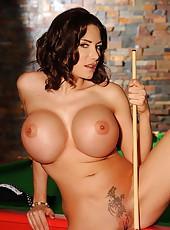 Big titty babe fucks herself good
