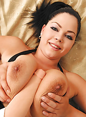 Busty Shione Cooper shows her tits