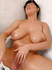 See big boobed babe Kora showering