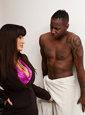 Hot Cougar Lisa Ann seduces young cock so she can have fun riding him.