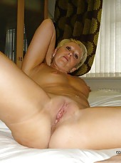 Short-haired wifey strips off her lingerie