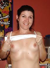 Amateur sexy MILF posing naked
