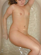 Naked sleazy MILF in a bath tub