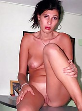 Sexy naked amateur slim housewife