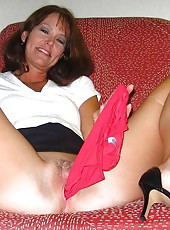 Kinky MILF displaying her pussy