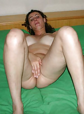 Naked amateur kinky-haired wife
