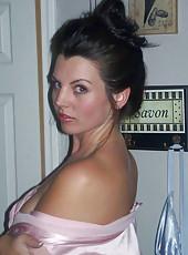 Gorgeous MILF posing sexy