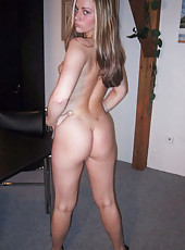 Gorgeous wife posing naked