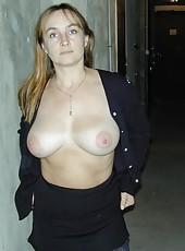Juicy MILF babe naked