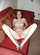 Kinky wife posing naked