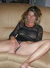 Hungry MILF Sandrine posing naked