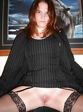 Pretty naked MILF posing naked