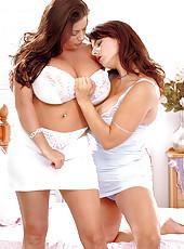 Linsey & Chloe: Big Bust Threepeat