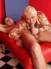 Guy tries the pleasures of anal sex with a chubby mature ho