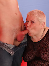 This insatiable chunky mommy can handle two cocks at once