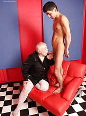 Muscled stud shows fat oldie what real hardcore sex is about